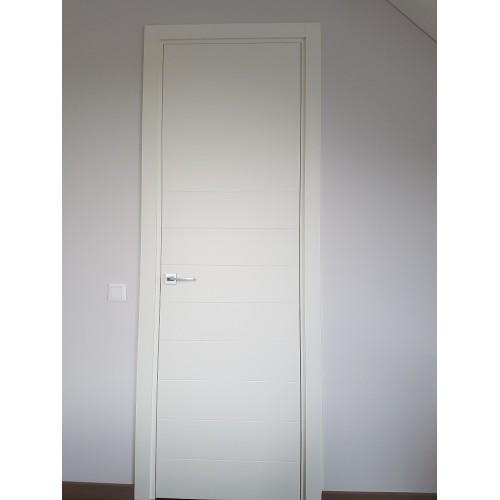 Vidaus durys dažytos su matoma tekstūra