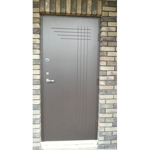 Išorinės lauko durys su išfrezuotais raštais